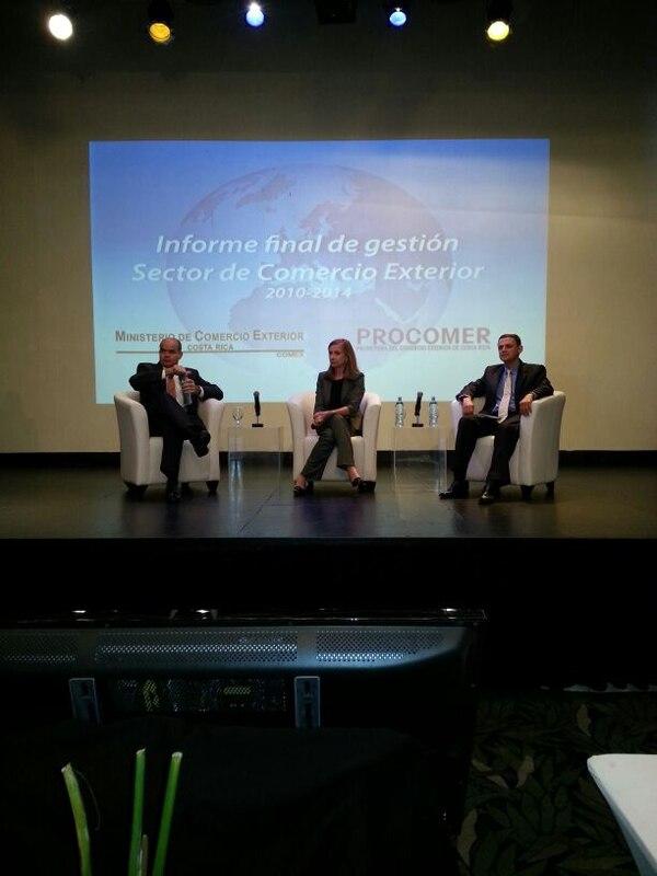 La ministra de Comex, Anabel González, presentó este jueves su informe de labores al lado del viceministro Fernando Ocampo y el gerente de Procomer, Jorge Sequeira.