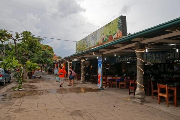 El Paseo de los turistas es un punto clave para la atracción de visitantes a Puntarenas, y también representa uno de sus principales desafíos. Fotos: Mayela López