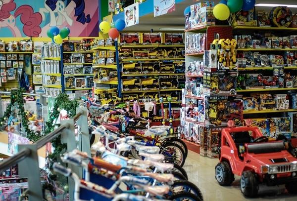 El local de Toys, ubicado frente al Hospital Cima en Escazú, es uno de los 21 puntos de atención que tiene la empresa distribuidos en diferentes partes del país. Recientemente abrió en Tibás, City Mall y Multiplaza Escazú.