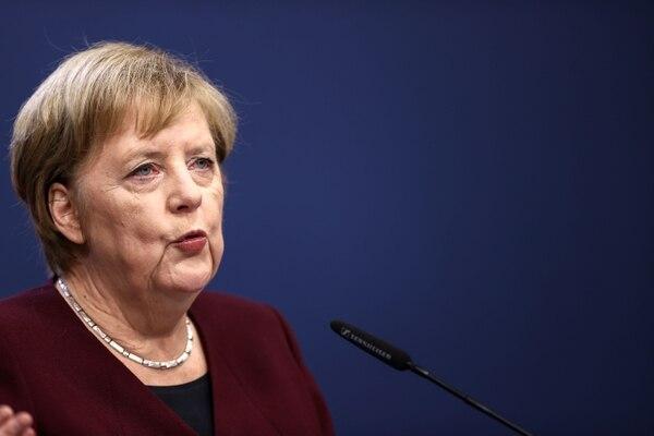 La canciller alemana Ángela Merkel invitó a sus conciudadanos a evitar viajes innecesarios. Foto: AFP