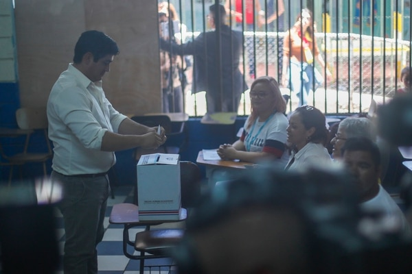 01/04/2018, San José, Recorrido con el candidato del Partido Acción Ciudadana Carlos Alvarado durante el día de las elecciones nacionales de la segunda ronda, seguimiento de todas sus actividades durante el día. Fotografía José Cordero