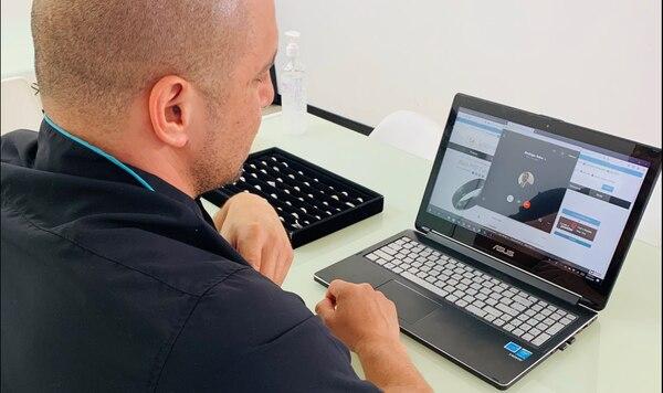 Las videollamadas se convirtieron en una herramienta para atención remota de clientes. (Foto cortesía Impegno)