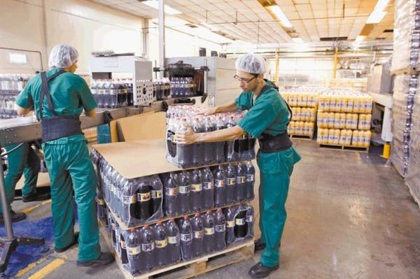 La planta de 14.000 metros cuadrados de Big Cola en Cartago tiene espacio de sobra para crecer pues está en un terreno de cuatro hectáreas.