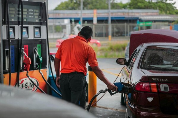La Cámara de Empresarios de Combustible había solicitado a Tributación la prórroga para el uso de la factura electrónica. (Foto Alonso Tenorio / Archivo)