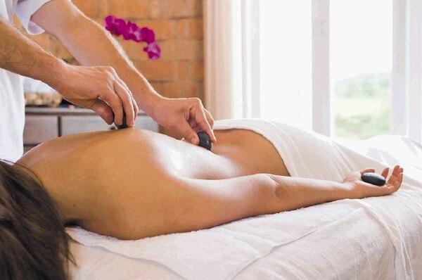 Los servicios holísticos de spa , masajes, yoga y acupuntura, entre otros, son los principales del tipo wellness que se dan actualmente en el país.