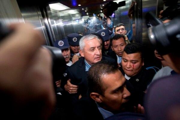 Otto Pérez Molina, quien renuncio a la presidencia de Guatemala, llegó al tribunal al que fue citado por medio de una orden de aprehensión para hacer frente a acusaciones de cohecho y fraude fiscal.