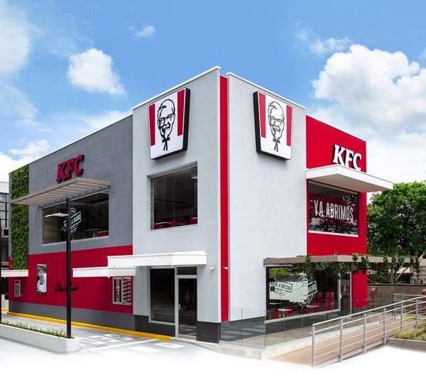 El nuevo restaurante está ubicado en Plaza Amara en Escazú. El local cuenta con kioscos de autoatención para tomar las órdenes y dispensador de bebidas digital. Foto: KFC para EF