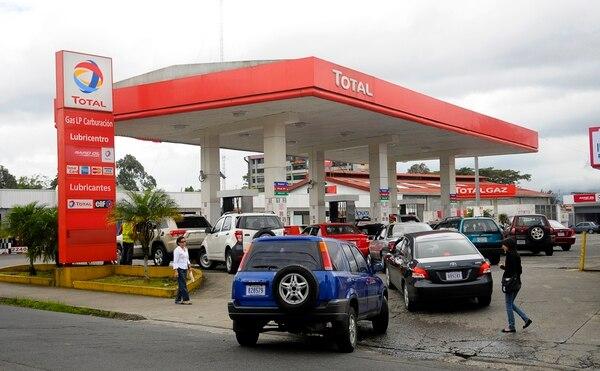 En marzo anterior, la firma Total anunció que firmó un acuerdo con Petróleos Delta para venderle su red de 19 estaciones de servicios y sus actividades comerciales en Costa Rica.