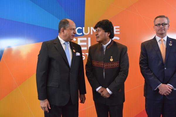 El presidente Luis Guillermo Solís recibió a su par boliviano Evo Morales en la III Cumbre de la Celac.