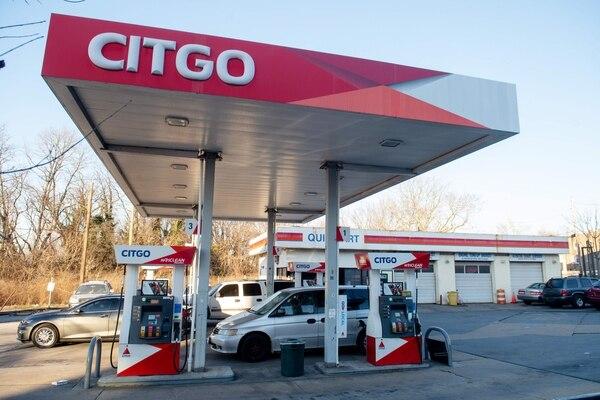 Estación de servicio Citgo, en Washington DC. El gobierno de Donald Trump congeló activos de PDVSA por $7.000 millones y estableció que Citgo –filial de la petrolera en Estados Unidos– deposite sus ganancias en una cuenta bloqueada. Foto de Saul Loeb/AFP.