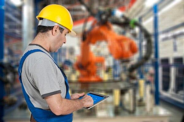 La manufactura empezó con máquinas mecanizadas y evolucionó a sistemas digitalizados y a la robotización.