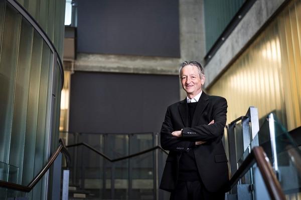 Geoffrey Hinton, investigador de Google y profesor emérito de ciencias de la computación de la Universidad de Toronto, es una de las autoridades mundiales en inteligencia artificial, que diseñó un software que imita como trabaja el cerebro.