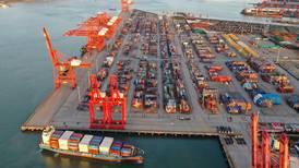 Cadena mundial de suministro de materias primas sufre bloqueos generalizados