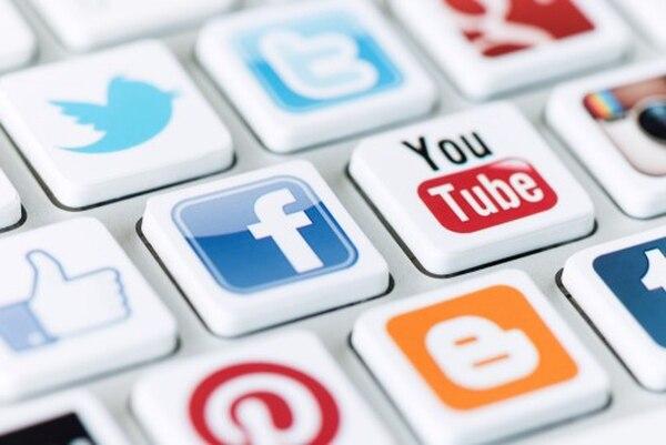 Redes sociales como Facebook y YouTube han superado a la televisión como fuente de acceso primario de información entre la población joven.