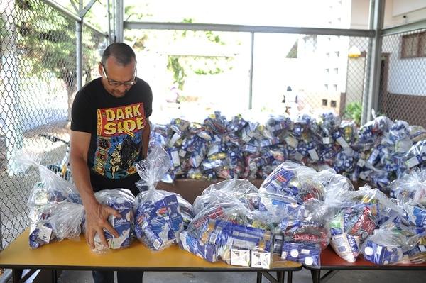 Ambiente en la escuela Tranquilino Sáenz en Santa Bárbara de Heredia, durante la entrega de alimentos por parte del MEP a estudiantes. Foto: Jorge Navarro