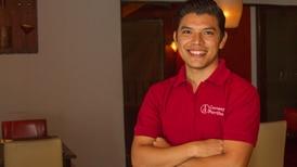 Joven de 22 años lidera restaurante familiar 'Carnes y Parrillas'