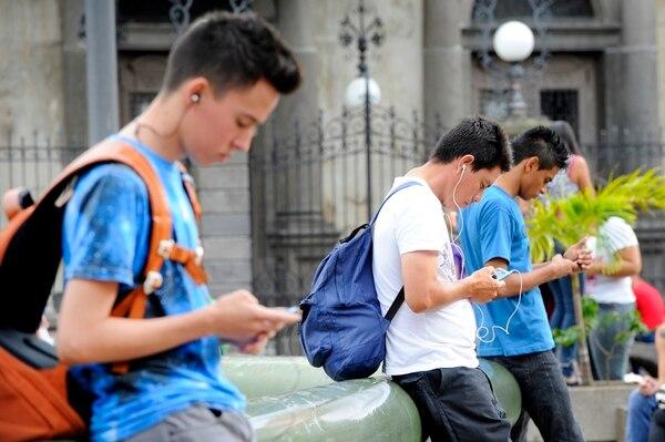 En Internet móvil se pasó de 2,6 millones de suscriptores en 2012 a 4,2 millones en 2014, el 75% mediante prepago, según el informe de Sutel.