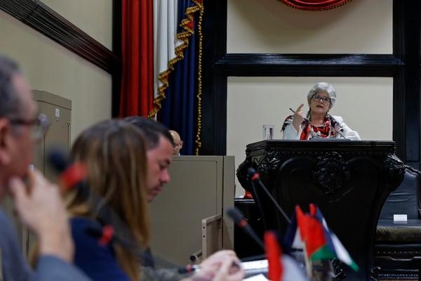 La ministra de Hacienda, Rocío Aguilar, compareció el miércoles 3 de julio ante el plenario legislativo en torno a la colocación de una mayor cantidad de eurobonos como fuente para aliviar las finanzas públicas. Fotografía: Mayela López.