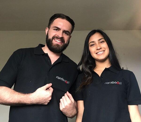 El químico Hider Rojas y la estudiante de ingeniería química Yerling Carrillo encabezan la startup. (Rambuhealth para EF).