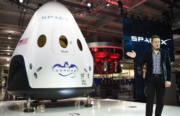 Elon Musk introduce al Space X con el cual se comenzaría una carrera espacial para el turismo. La fotografía fue tomada en California el 29 de mayo del 2014. AFP/ Robyn Beck.