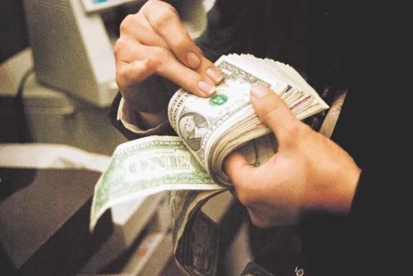La banda cambiaria dio paso a la creación de un mercado de divisas.   ADRIANA ARAYA ARCHIVO GN PARA EF