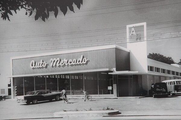 El primer Auto Mercado comenzó a operar en 1960, en Los Yoses. Fotografía de John Durán.