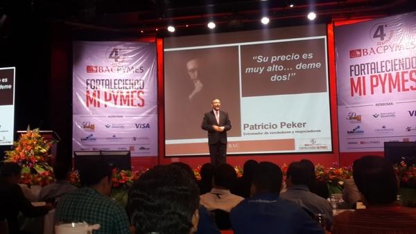 Patricio Peker, experto en ventas, durante la conferencia que impartió ayer en el Seminario BAC Pymes.