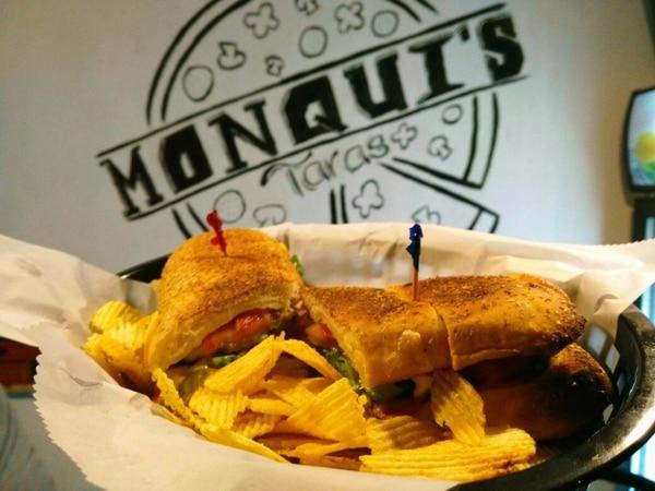 En el restaurante también venden pasta y sándwiches. Foto: Monqui's Pizza para EF.