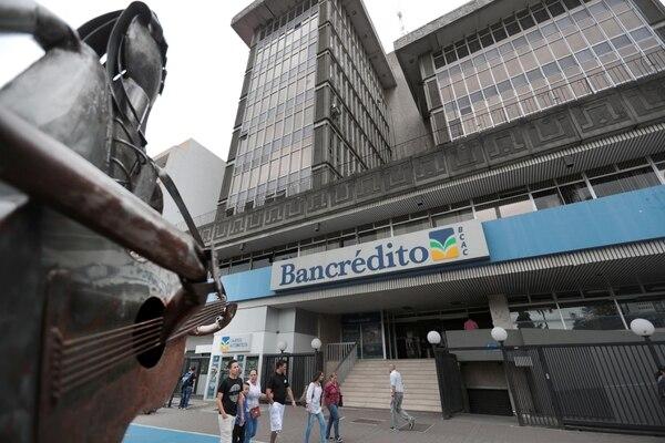 27/05/2017 Oficinas del Banco Crédito Agricola de Cartago hoy los clientes se presentaron para retirar los dineros de sus cuentas /Alonso Tenorio