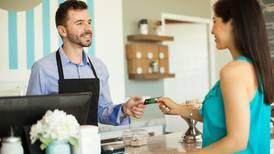 Las entidades financieras lanzan tarjetas de crédito para pymes y esto es lo que debe hacer para administrar la suya sin problemas