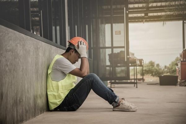 Persona con depresión en el trabajo