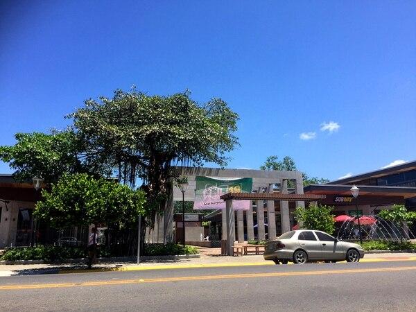 Esta es la fachada del área comercial de Jacó Walk, en el que se ha invertido al menos $8 millones hasta el momento.
