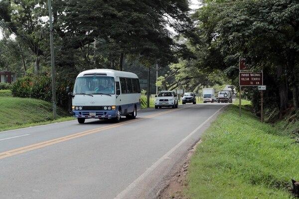 El Presidente y el Ministro de Transportes firmaron la ampliación de la carretera Cañas - Limonal . Foto Alonso Tenorio