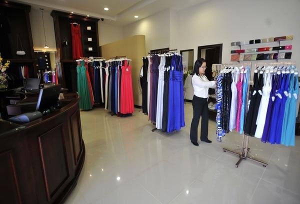 La tienda Ann Clariss es la marca hermana de Rosabal y se especializa en la venta de ropa de fiesta.
