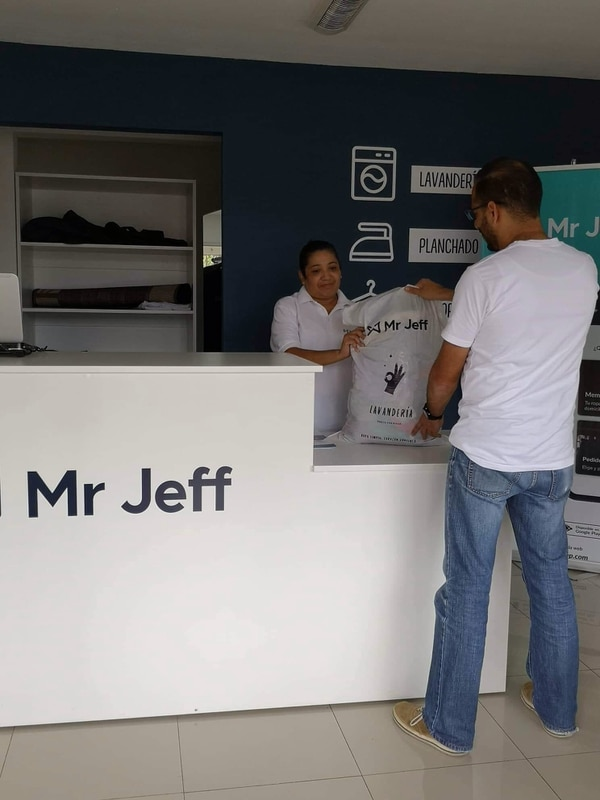 El servicio incluye lavado y secado de ropa y piezas grandes como cortinas y edredones. (Foto cortesía Mr. Jeff lavandería Tres Ríos)