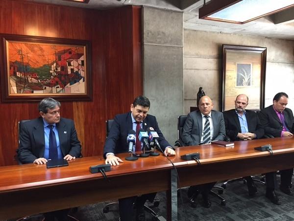 Miembros del grupo Consenso para el Rescate de la Red Vial Nacional denuncian este martes 10 de noviembre incapacidad nacional para ejecutar proyectos viales.