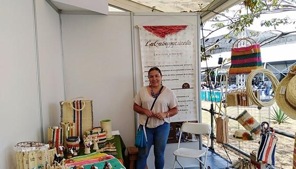 Daniela Barahona integra el colectivo La Cabuya Cuenta, que elabora diferentes productos hechos de cabuya, como bolsos de mercado, adornos, sombreros, sogas para ganado y zapatos, entre otros. (Foto: Joanna Nelson).