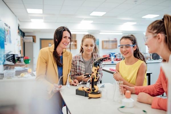 Go 4 IT es un programa de educación dual dirigido a estudiantes de sexto año de colegios técnicos y científicos de todo el país, (Foto para EF)