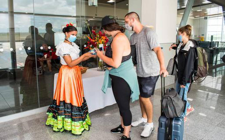 Un grupo de 145 pasajeros arribaron al aeropuerto Daniel Oduber, en Liberia, en un vuelo de la aerolínea Southwest,  desde Houston, este domingo 6 de junio. Foto: Cortesía ICT