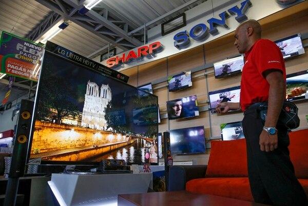 Grupo Monge indicó que las pantallas que ofrece al público cumplen con la norma técnica para televisión digital. (Foto: Mayela López / Archivo GN).