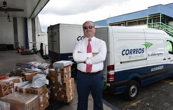 Mauricio Rojas es el gerente general de Correos de Costa Rica y durante los últimos años ha implementado cambios tecnológicos para garantizar la subsistencia de esta institución. Foto: Carlos González, agencia Ojo por Ojo.