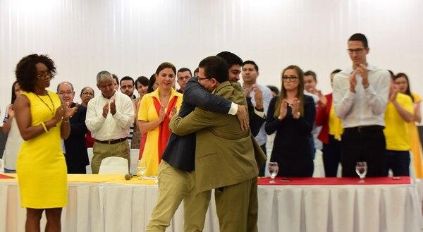 Epsy Campbell (izquierda), actual diputada del PAC y economista, es la candidata a la primera vicepresidencia por ese partido; el sindicalista y educador, Marvin Rodríguez, ocupará el segundo puesto en la fórmula de Carlos Alvarado.