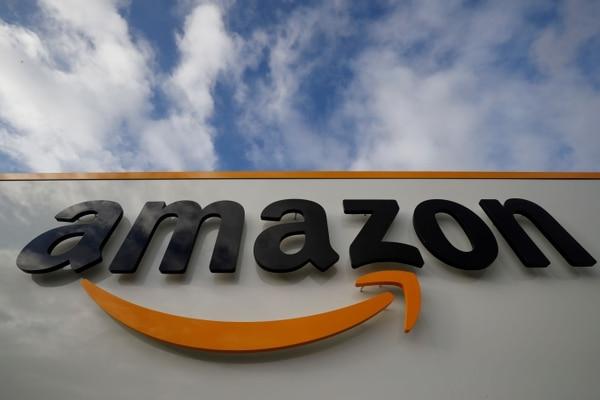 Aunque las compras de bienes físicos por Amazon no deberían quedar gravadas con el IVA, el cómo se podría realizar la retención por medio de las tarjetas de crédito y débito, podría hacer que, por error, estas sí quedaran gravadas. (Foto: Thomas SAMSON / AFP)