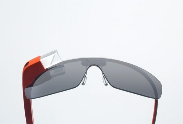 Google mostró cómo se controla y algunas aplicaciones que ha desarrollado para los Google Glass en el festival SXSW.