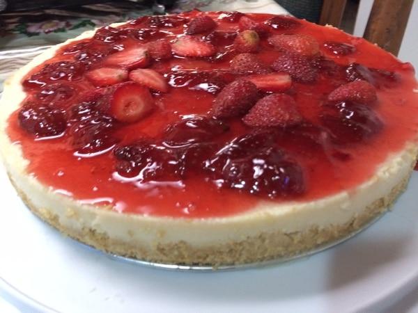 Dentro de las alternativas se encuentra el clásico cheesecake de fresa.
