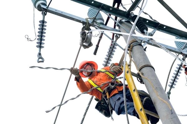 El aprovechamiento de la infraestructura existente en telecomunicaciones divide a operadores y otras entidades.