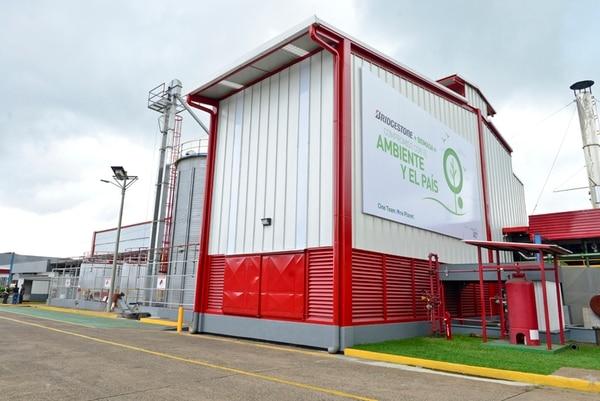Este mes, Bridgestone inauguró una caldera que produce energía biomasa como resultado de la quema de pellets.