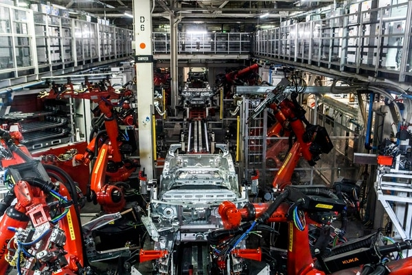 """FILE -- A big part of the Tesla factory is made up of large robot arms in Fremont, Calif., June 14, 2018. The owner of a shop that touches up new vehicles said that """"sometimes there are issues from the factory."""" Elon Musk's electric-car company began the year with high expectations. But it has confronted a series of problems and a loss of investor confidence. (Christie Hemm Klok/The New York Times)"""