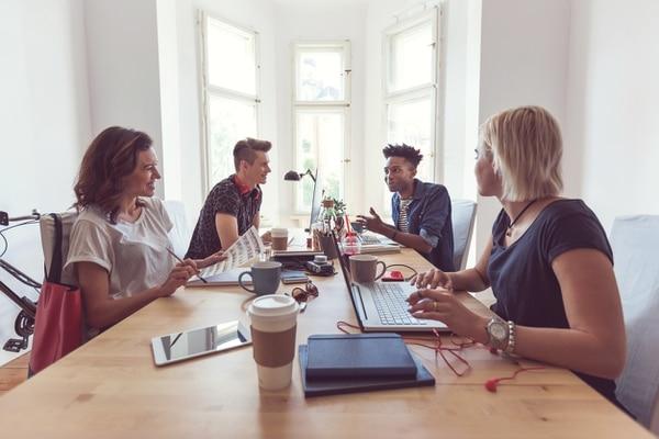 Según los especialistas, los millennials otorgan gran valor a la educación, son creativos, les interesa la investigación y el trabajo en equipo, tienen claridad con respecto a lo que quieren y no dudan en expresarlo, incluso a sus propios jefes o superiores.
