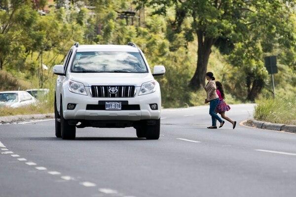 Datos de la Policía de Tránsito muestran que, solo en lo que va del 2017, 12 peatones han muerto en carretera. Según la autoridad, en su mayoría, las causas se ligan a imprudencias por parte de los transeúntes.